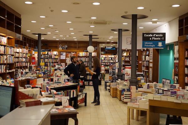"""Книжный магазин """"Алибри"""" в Барселоне"""